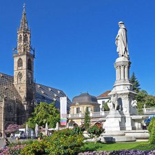 Guided tour through Bolzano in English